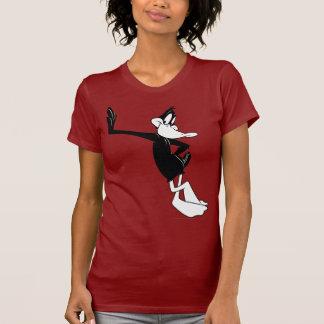 Pato de Daffy que se inclina contra una pared Camisetas