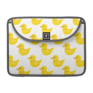 Pato de goma amarillo y blanco, Ducky Funda Para Macbooks