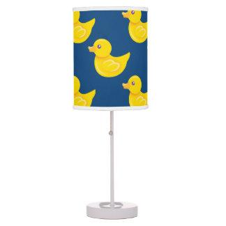 Pato de goma azul y amarillo, Ducky