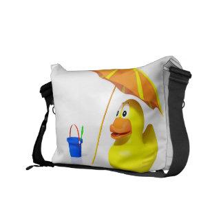 Pato de goma en la playa bolsa de mensajeria
