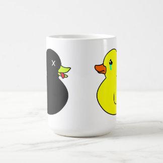 Pato de goma muerto estado de luto por el pato de  tazas de café