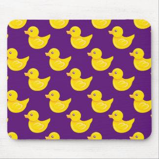 Pato de goma púrpura y amarillo, Ducky Alfombrilla De Ratón
