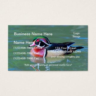 Pato de madera masculino en la charca tarjeta de negocios