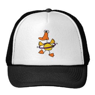 Pato que juega con el dibujo animado púrpura del a gorras de camionero