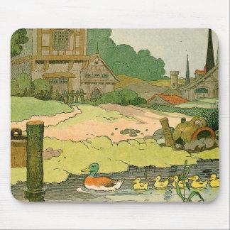 Pato salvaje y anadones que nadan en el río alfombrillas de ratones