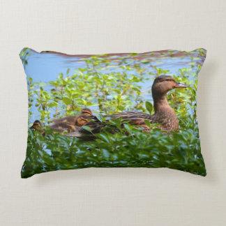 Pato silvestre y anadones cojín decorativo