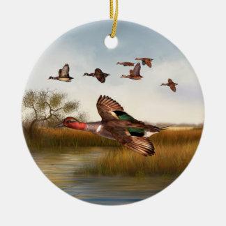 Pato verde del ala adorno navideño redondo de cerámica