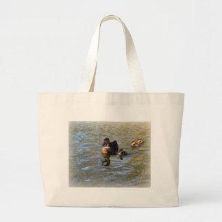 Pato y anadones femeninos del pato silvestre bolsa de mano