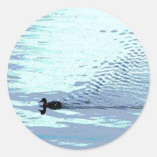 Pato y ondulaciones pegatina redonda