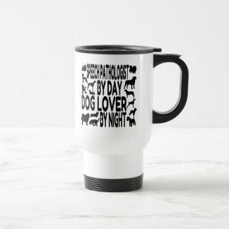 Patólogo de discurso del amante del perro taza