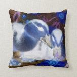 Patos azules y blancos fantasmagóricos del bebé cojin
