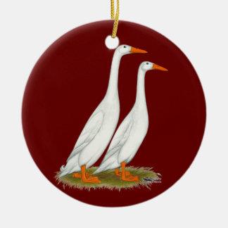 Patos blancos del corredor adorno navideño redondo de cerámica