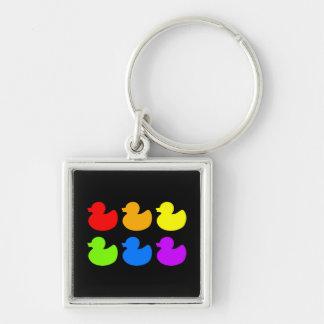 Patos de goma del arco iris en negro llavero cuadrado plateado