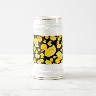 Patos de goma negros lindos jarra de cerveza