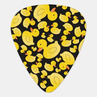 Patos de goma negros lindos plumilla de guitarra
