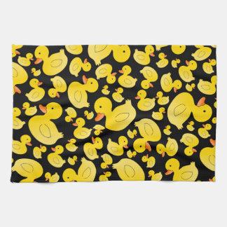 Patos de goma negros lindos toalla de mano