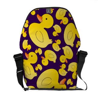 Patos de goma púrpuras lindos bolsas messenger