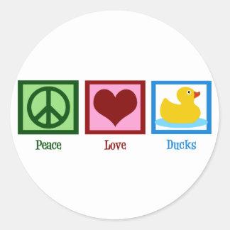 Patos del amor de la paz pegatina redonda