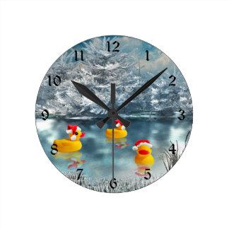Patos del navidad reloj redondo mediano