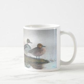 Patos del pato rojizo taza clásica