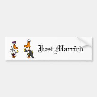 Patos divertidos novia y dibujo animado del boda pegatina para auto
