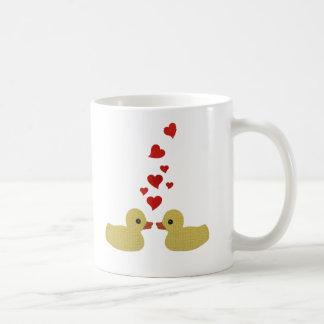 Patos en taza del amor