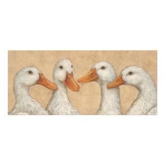 Patos en una tarjeta plana de la fila invitación