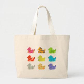 Patos modelados bolsa lienzo