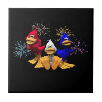 Patos rojos, blancos y azules azulejo cuadrado pequeño