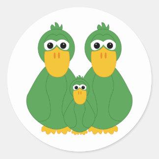 Patos y bebé verdes torpes pegatina redonda