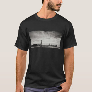 Patriotic Black and White Statue of Liberty T-Shirt