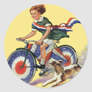Patriotismo del vintage, chica que monta una bici pegatina redonda