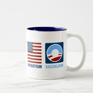Patriotismo o socialismo taza de café de dos colores