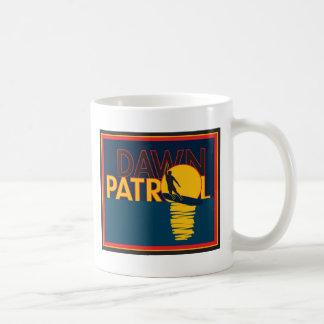 Patrulla del amanecer taza de café