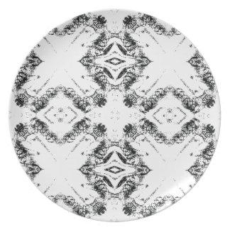 pattern 106 black dinner plate