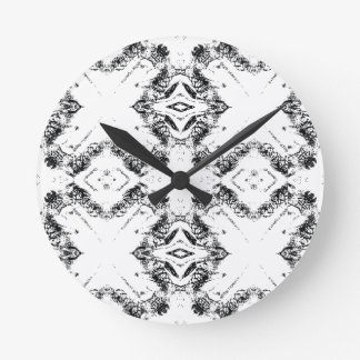 pattern 106 black round clock