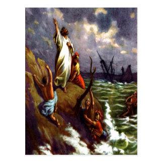 Paul en la postal de la ruina del mar