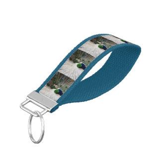 Pavo real azul blanco llavero de pulsera