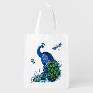 Pavo real azul con el bolso reutilizable de las bolsas para la compra
