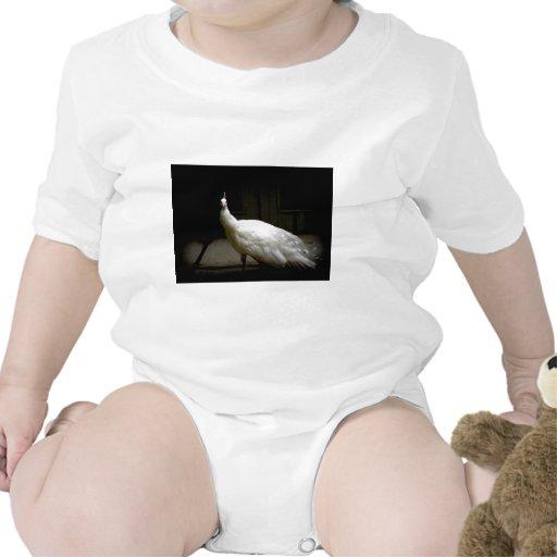 Pavo real blanco hermoso camisetas