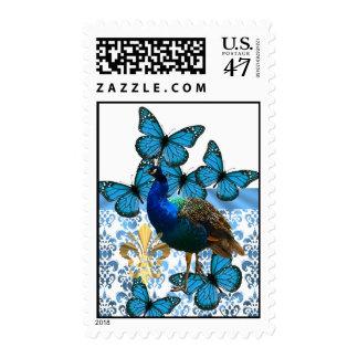 Pavo real bonito y mariposas azules sellos