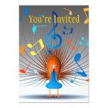 Pavo real colorido de las notas musicales invitación 12,7 x 17,8 cm