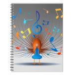 Pavo real colorido de las notas musicales libretas espirales