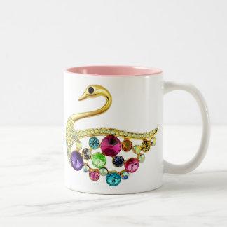 Pavo real del oro y taza de las joyas