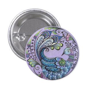Pavo real en el Pin púrpura del botón