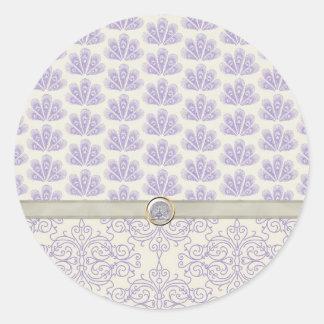 Pavo real en la impresión del damasco y del pavo etiqueta redonda