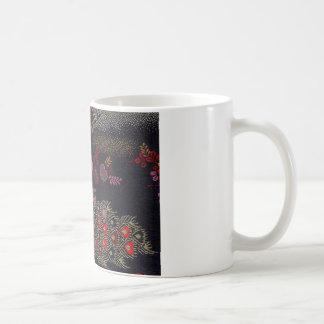Pavo real en un marco de seda japonés de la brujer taza