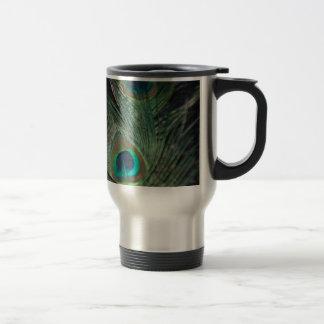 Pavo real negro del arco iris taza de café