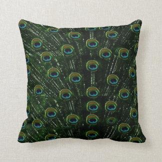 Pavo real negro precioso almohada
