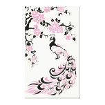 Pavo real negro, rosado y flores de cerezo de enca impresiones en lienzo estiradas